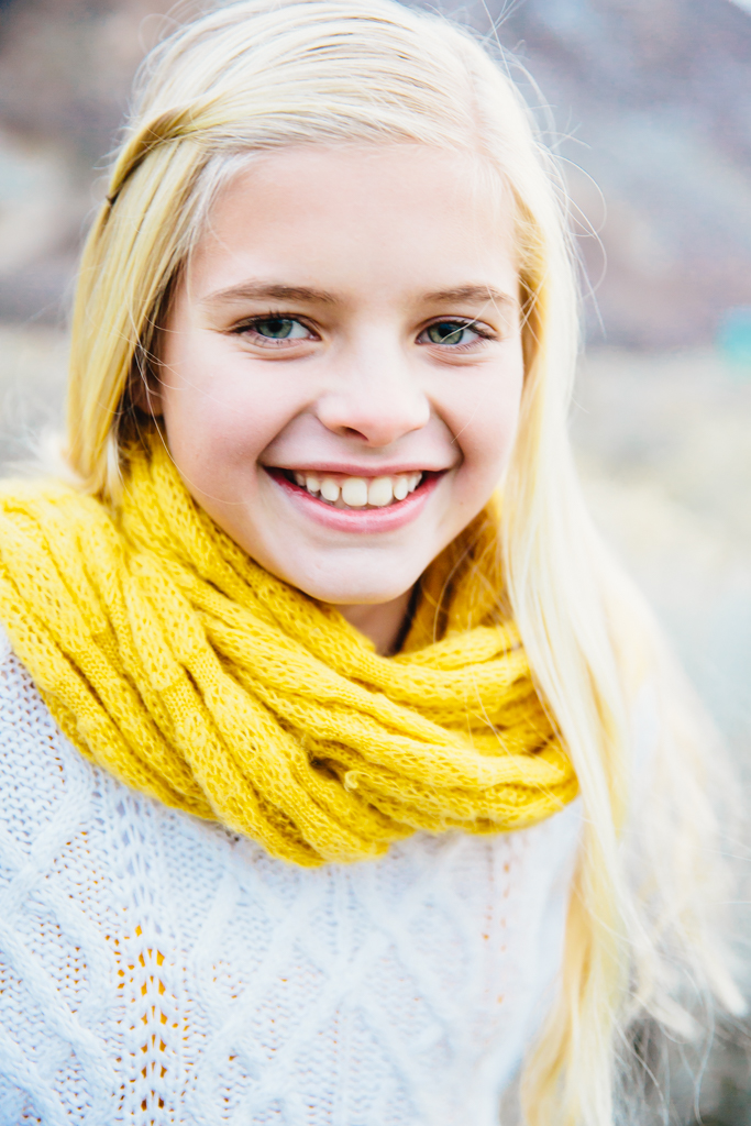 elsa jensen, elsa creates, families, utah family photographer, utah photographer, canyon, canyon family, mini session, ellis, fun family, sisters, laughing, candid,
