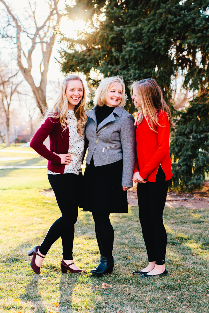 elsa jensen, elsa creates, utah family photographer, utah photographer, utah family photos, sisters, mom, capital hill, utah cityscape family, salt lake city, fun, laughing, giggle, candid,